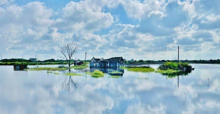 嘉義在水一方,東石水中古厝,美拍被海水包圍的古厝與藍天 @小兔小安*旅遊札記
