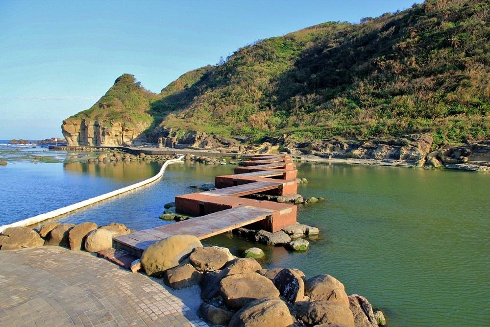 基隆IG景點 | 和平島公園玩水玩沙!阿拉寶灣秘境曝光,海水戲水池、溜滑梯自然系公園玩翻天~