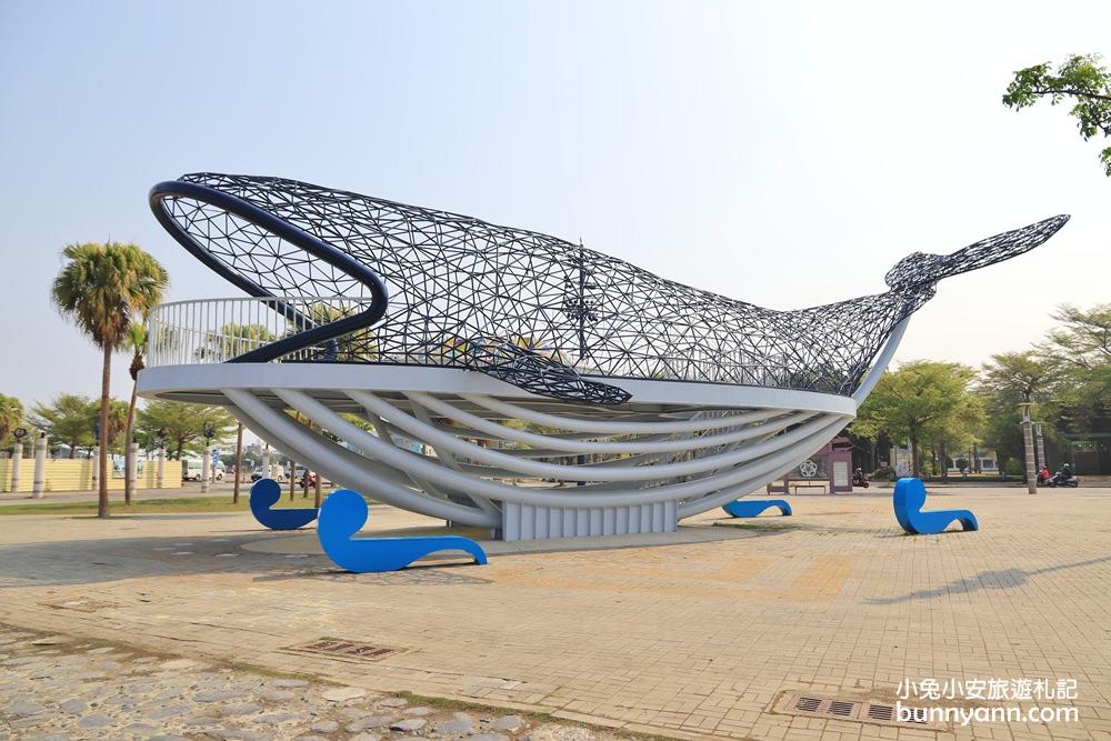 台南大魚的祝福,安平超大鯨魚地標,美拍大鯨魚游進港灣區~