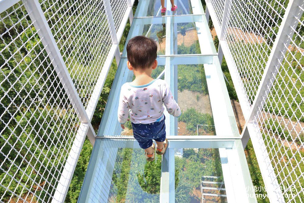 台南景點》玉井魔法森林,180度漂浮天空玻璃步道,抬頭看湛藍天空與美麗山嵐~