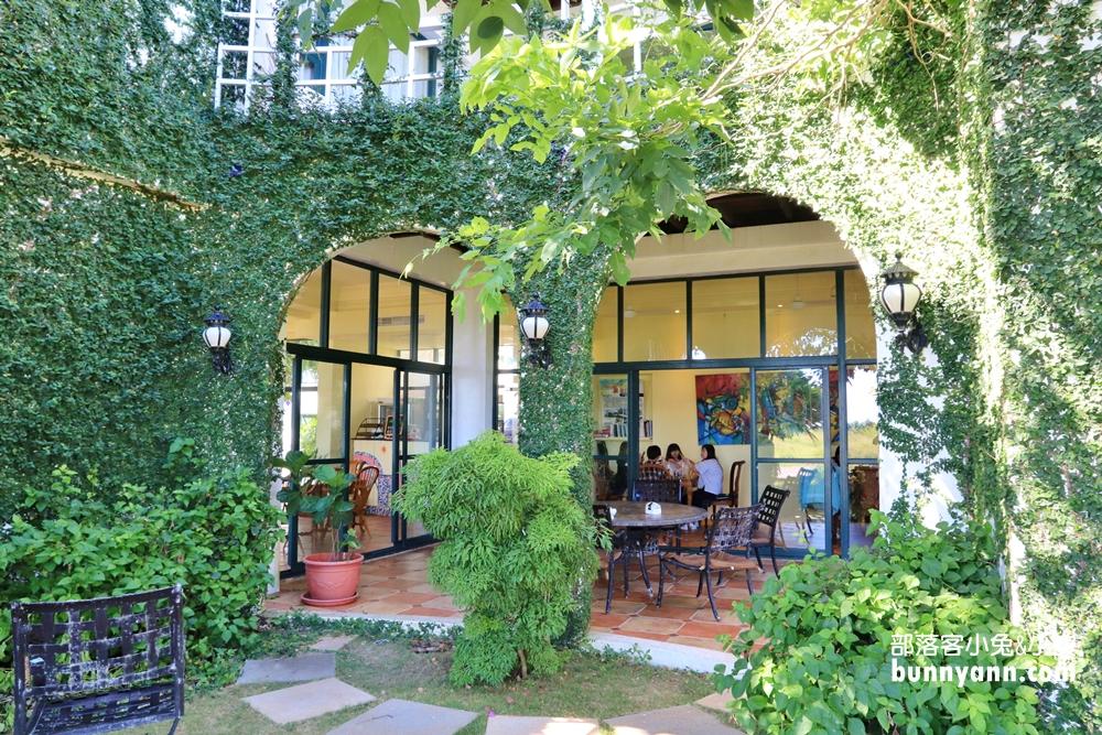澎湖》超欠拍!半日閑繽紛教堂系咖啡廳,置身森林庭院享受午後時光~