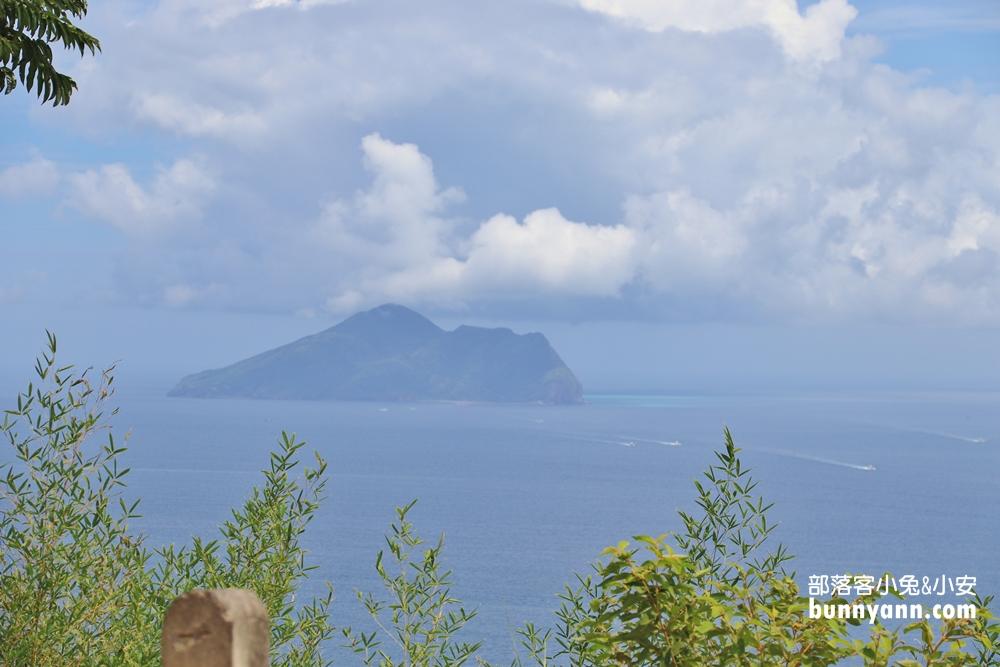 宜蘭》免費入城!漫步金車伯朗咖啡城堡,眺望湛藍大海與龜山島,看海喝咖啡好愜意!