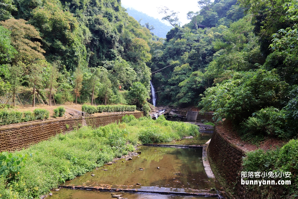 屏東》山林秘境!涼山遊憩區美拍沁涼瀑布,可愛哈比屋、環山步道,舒緩壓力來這走~