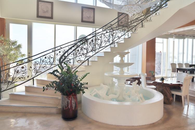 花蓮住宿推薦》谷歌評價四顆星!迎星會館起床就能看大海的城堡房。
