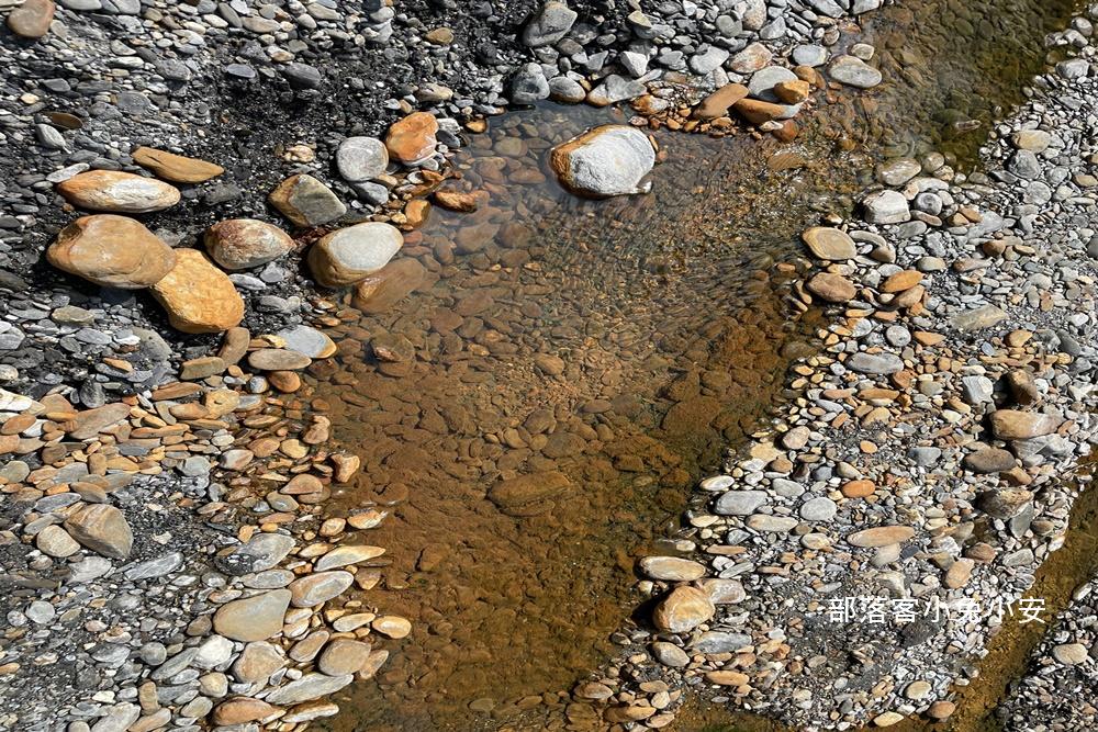 台東》走路五分鐘可到!紅葉野溪溫泉,紅葉景點半日遊,戶外咖必訪野溪牛奶湯浴