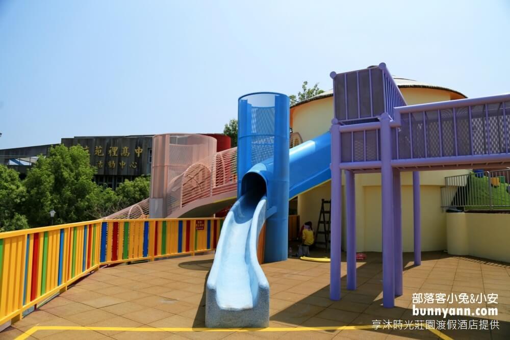 苗栗苑裡灣麗親子公園|田鼠遊樂園,多種玩法溜滑梯,斗笠攀爬網,天空隧道溜小孩好地方