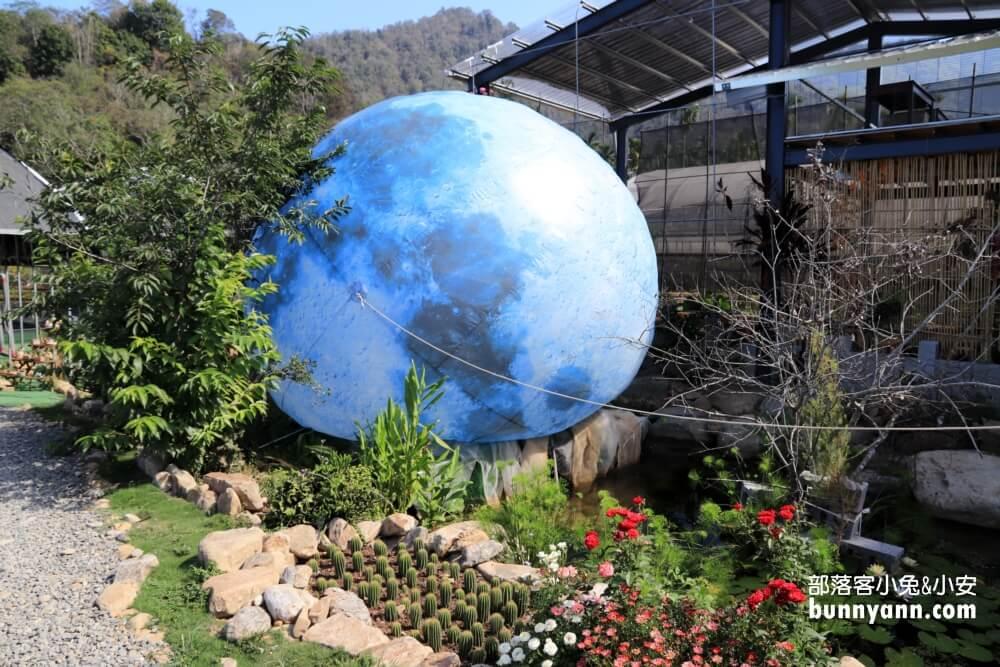 南投景點》多肉秘境福興店,天空階梯、泡泡屋、6米大藍色地球,一起逃離地表