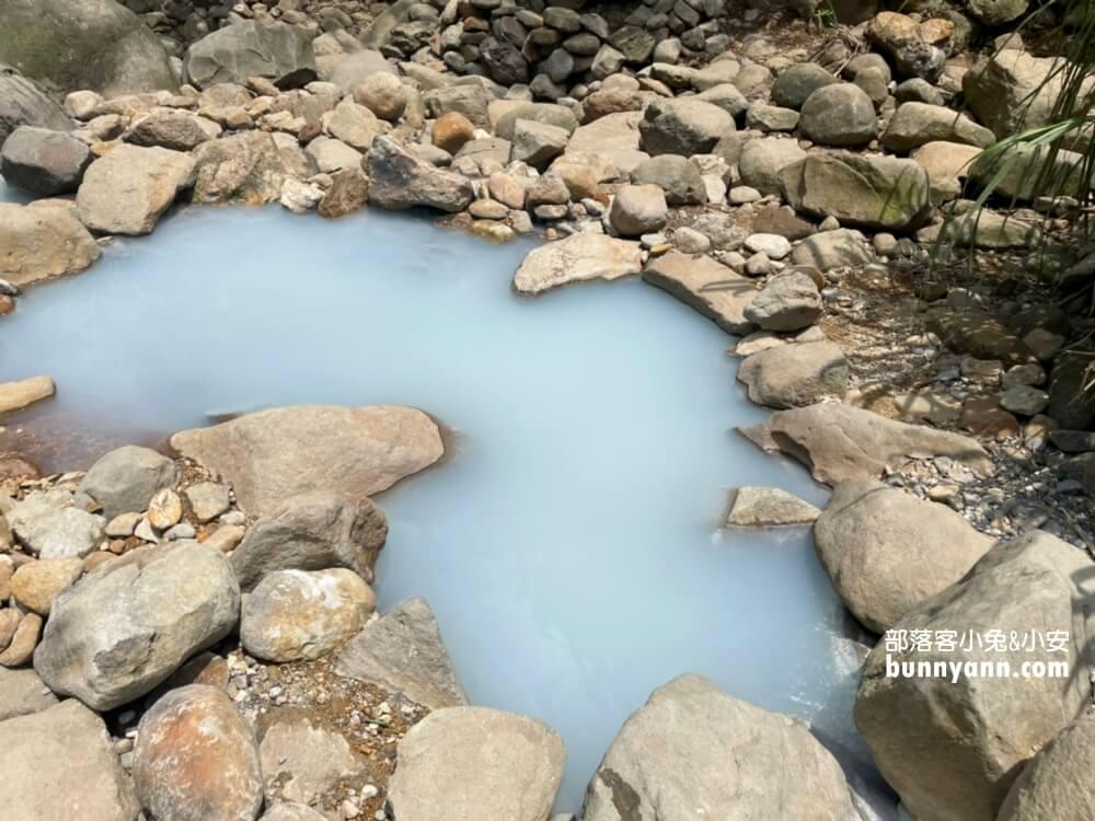 陽明山野溪溫泉》下七股野溪溫泉,十分鐘泡到夢幻牛奶湯,登山肉腳也能來