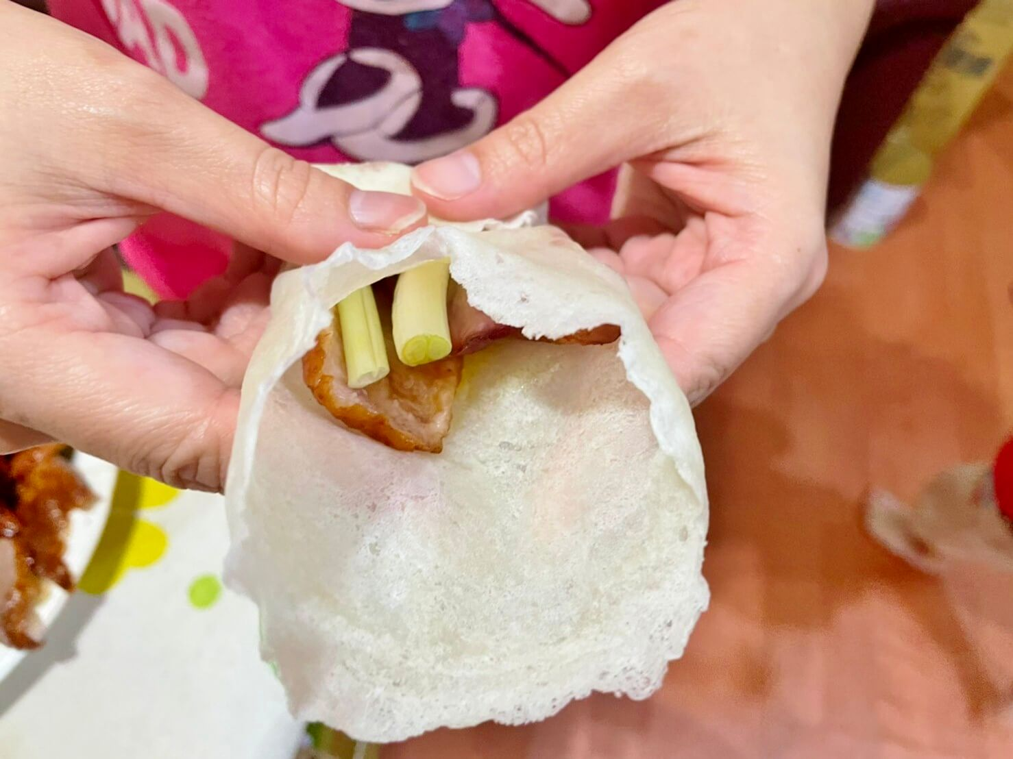 北芳烤鴨》基隆這間烤鴨超強,附贈橙汁生菜沙拉,搭著鴨肉吃無油膩感好清爽