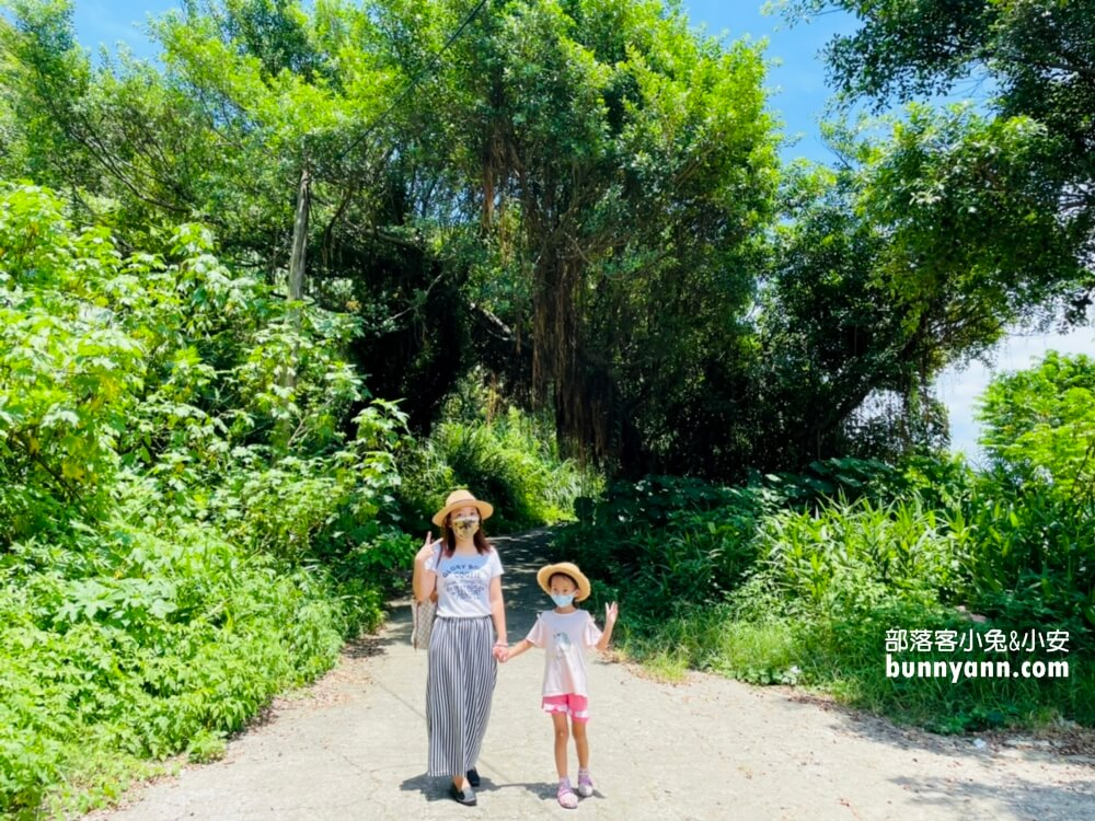 基隆景點》基隆燈塔,浪漫地中海風情,觀景平台眺望湛藍基隆嶼海景