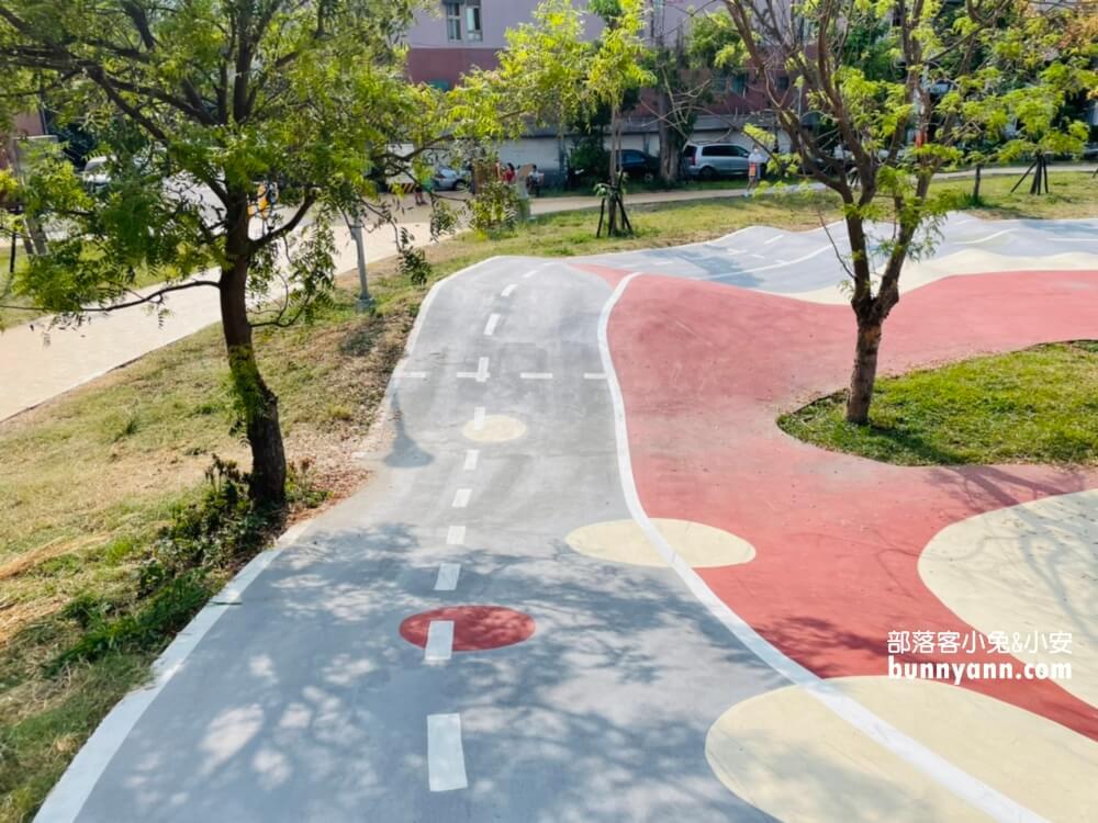 竹北AI智慧園區公園,全新滑步車練習場,親子大沙坑,綠能遊戲場超好玩